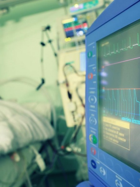 patient-in-hospital-with-heart-rate-being-monitored-close-by